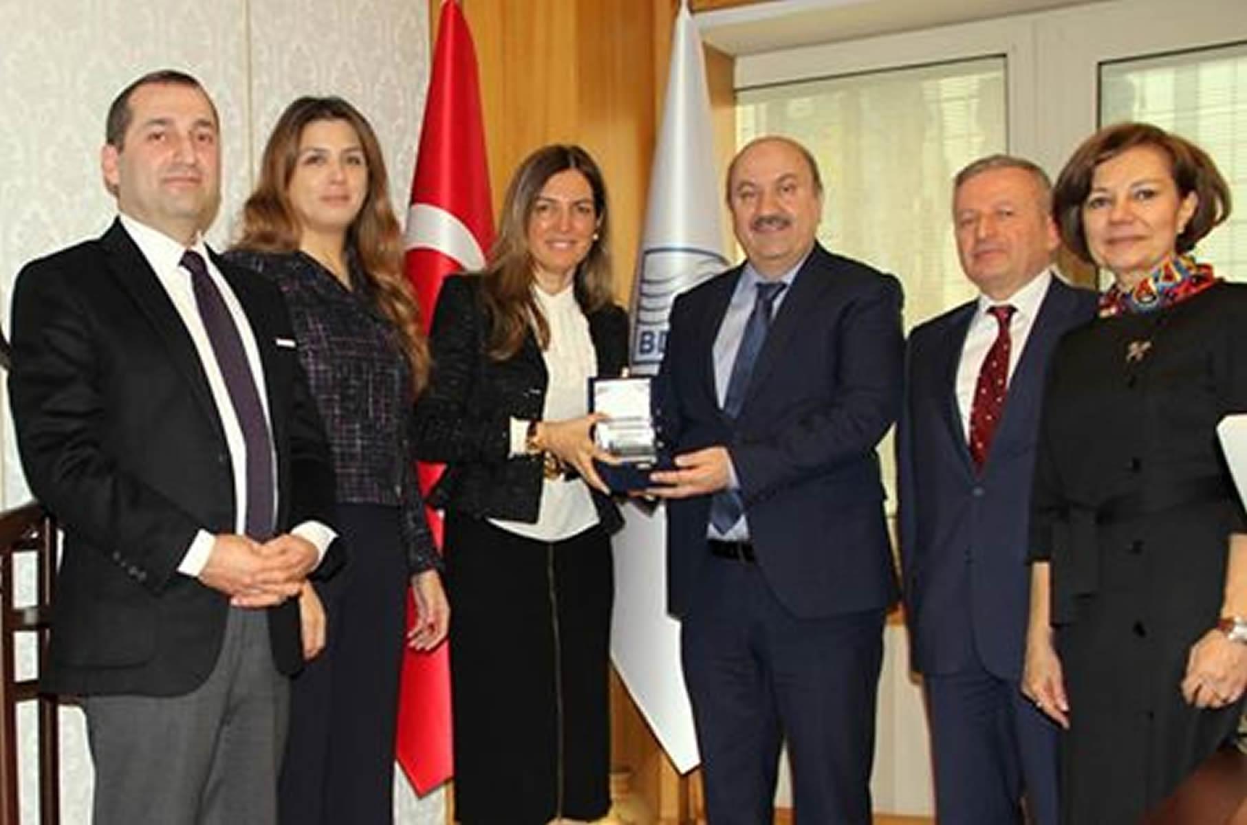 BDDK Başkanı Sn. Mehmet Ali Akben'e Foder Gönül Elçisi plaketi takdim edildi